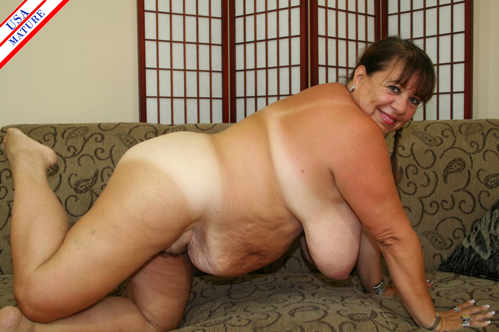 This big breasted mature housewife from New York plays with her hairy pussy